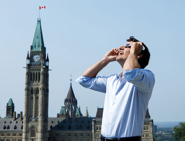 Justin Trudeau observing eclipse