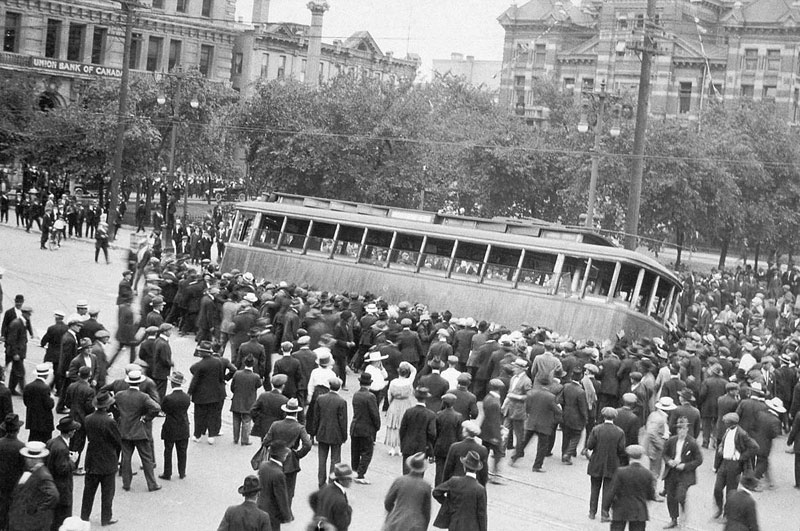 Crowd-overturning-streetcar